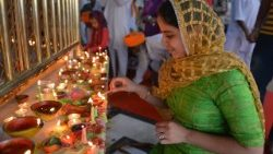 Woman in India lights a lamps for Deepavali
