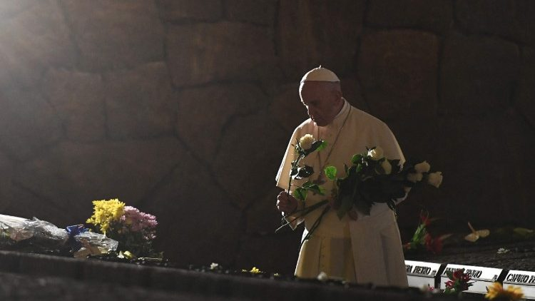 Pope Francis pays homage to victims of the Ardeatine Caves massacre