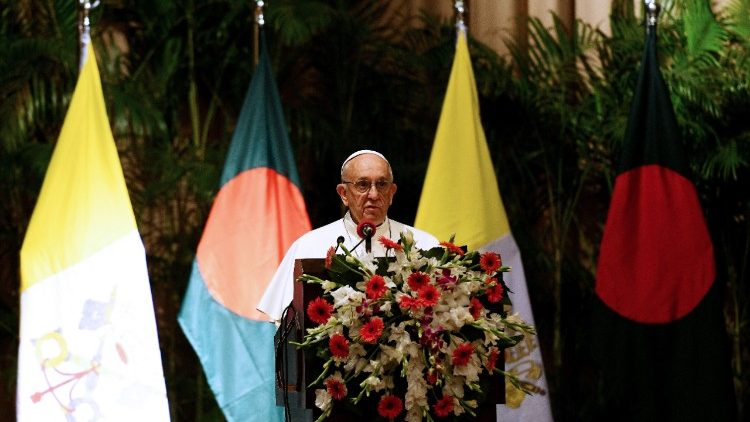 Pope Francis addresses authorities, civil soceity and diplomats in Dhaka