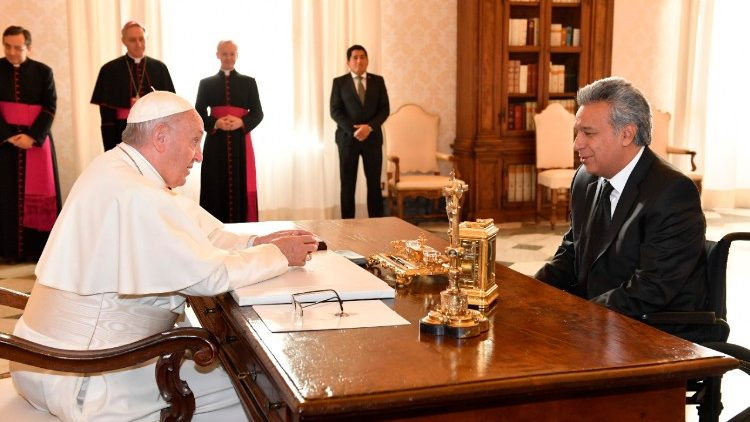 Pope Francis and Ecuadoran President Lenin Moreno (R) holding talks in the Vatican, Dec. 16, 2017