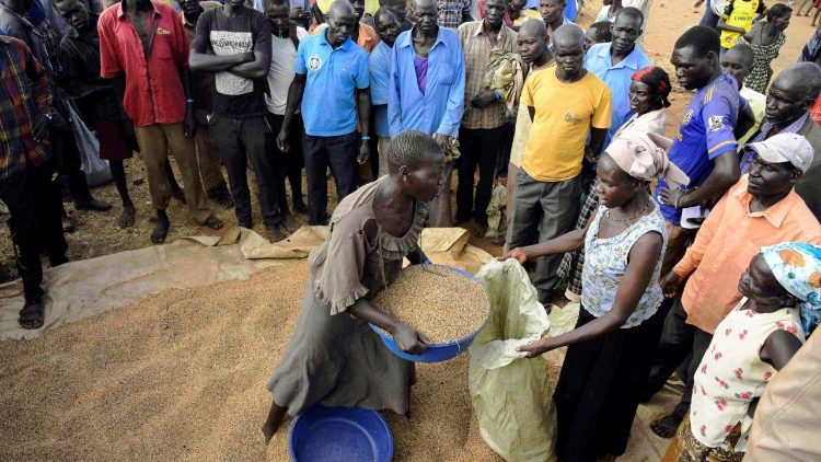 Refugees from South Sudan arriving in Uganda
