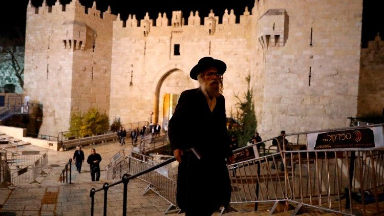 Orthodoxer Jude vor dem Damaskustor in Jerusalem
