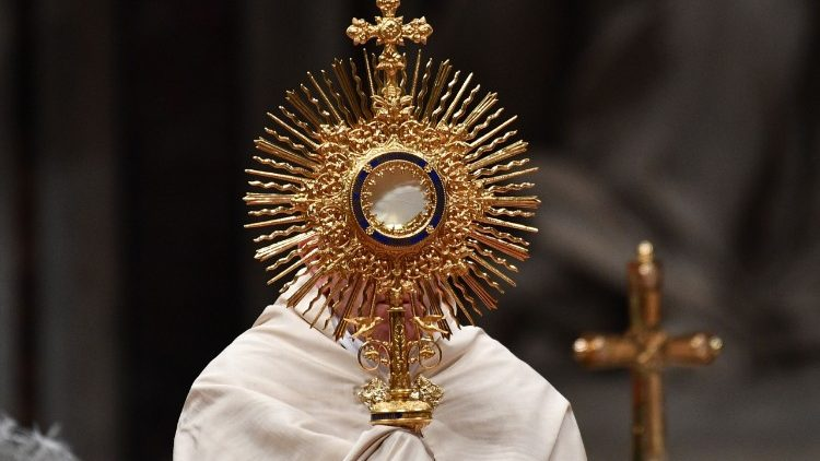 Giáo phận San Francisco kiệu Thánh Thể phản đối hạn chế cử hành Thánh lễ