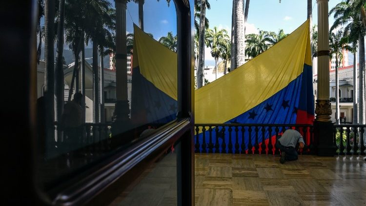 Photo d'illustration. Un drapeau vénézuélien tendu à l'Assemblée nationale, à Caracas