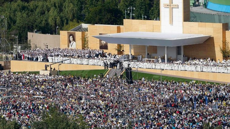Pope Francis celebrates Mass in the O'Higgins Park in Santiago