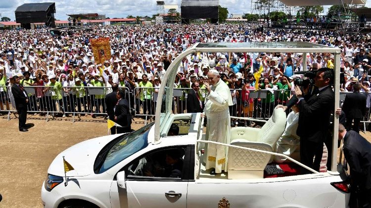 Pope Francis greets Peruvians from aboard Popemobile