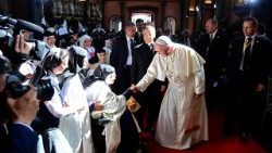 Pope Francis greets contemplative nuns in Lima