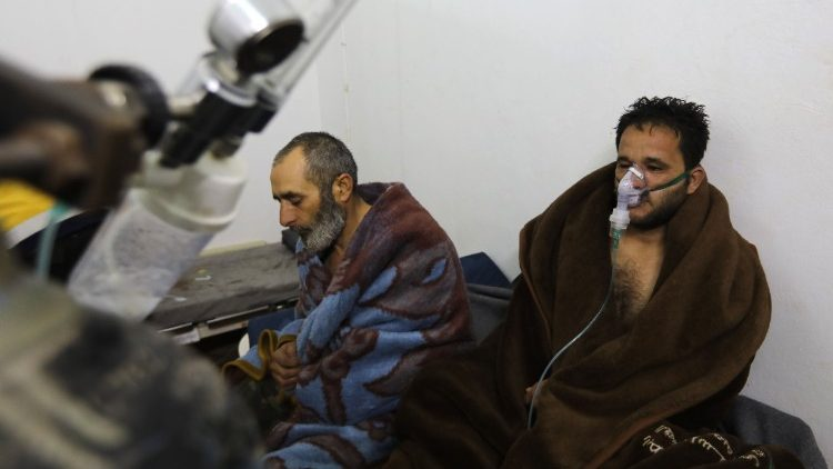 Syrians reportedly suffering from breathing difficulties following air strikes on the town of Saraqeb