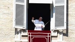 Pope greets pilgrims gathered in St Peter's Square