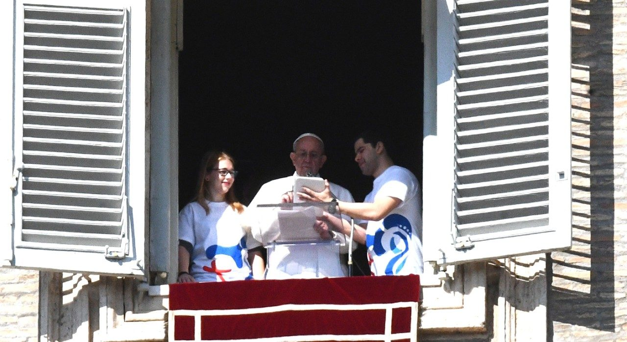 Pope Francis registers for World Youth Day in Panama 2019