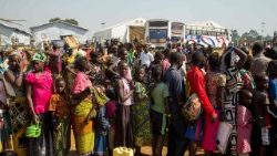 Refugees from DRC arrive at a camp in Uganda