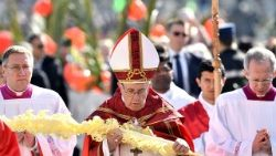 vatican-pope-mass-palm-sunday-1521967089170.jpg