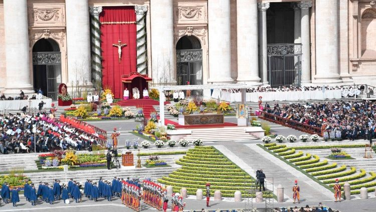 VATICAN-POPE-MASS-EASTER