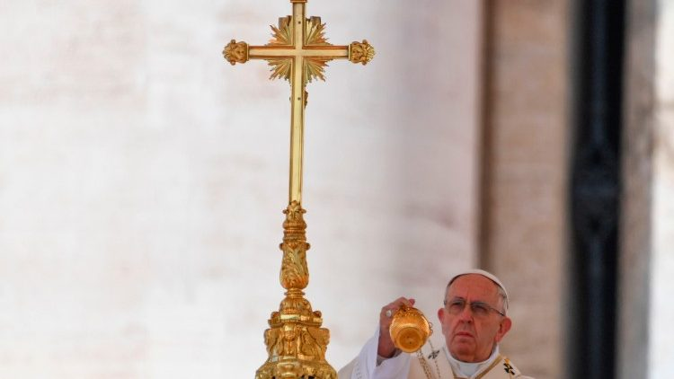 Pope Francis celebrates Mass during Easter in 2018