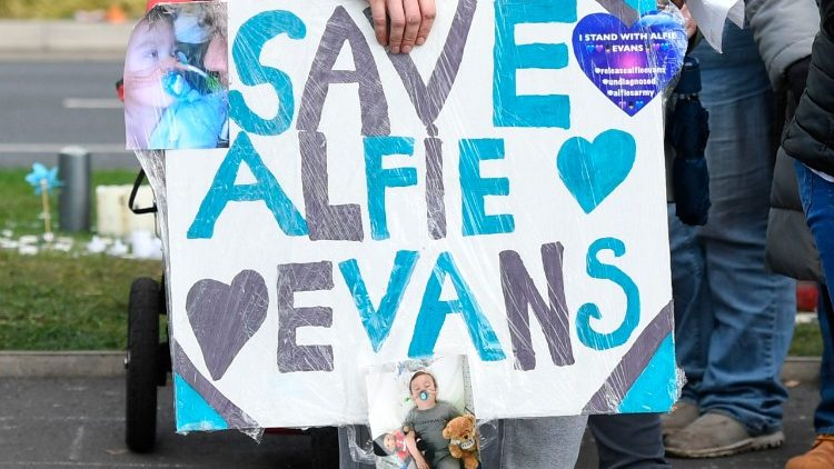 Alfie Evans est maintenu sous respiration artificielle à l'hôpital Alder Hey Children à Liverpool