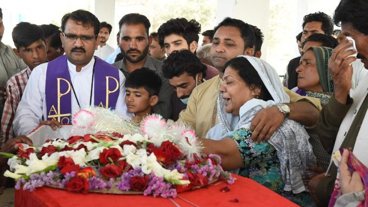 Pakistani Christians mourn the death of 2 members killed on April 15 in Quetta.