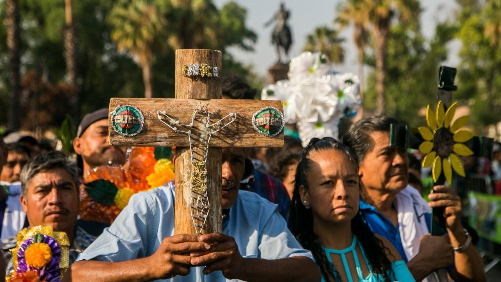mexico-religion-feast-cross-1525363381017.jpg