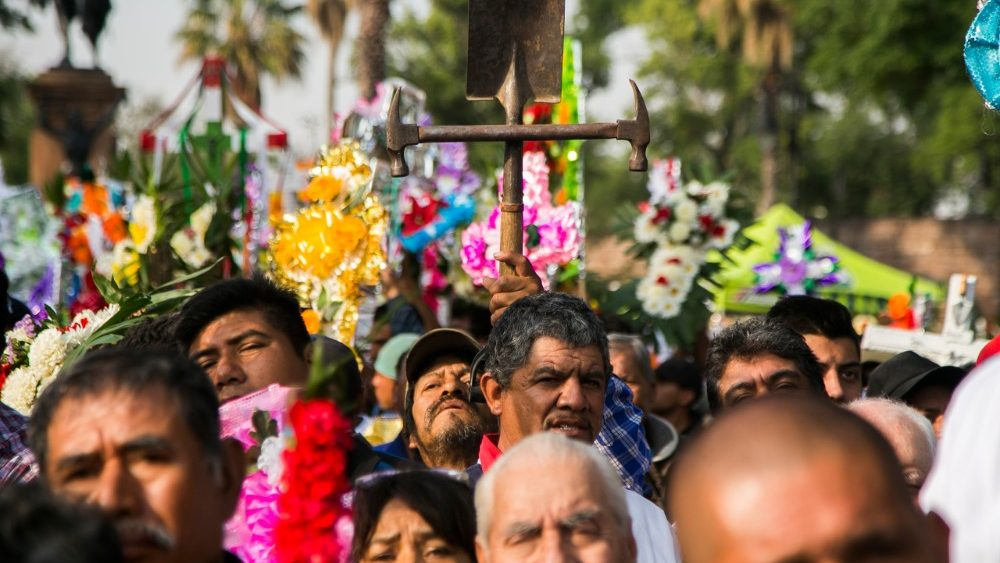 mexico-religion-feast-cross-1525363383362.jpg