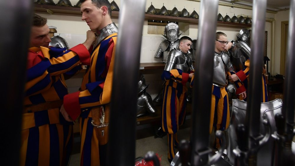 vatican-guards-swear-in-ceremony-1525626484240.jpg