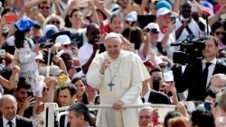 vatican-pope-audience-religion-1528272147376.jpg