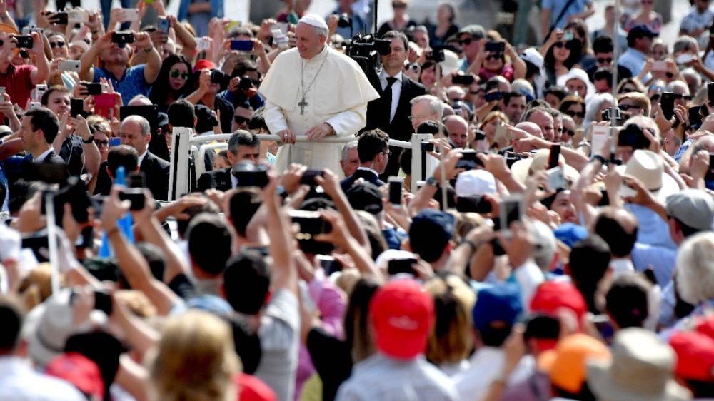 vatican-pope-audience-religion-1528273951869.jpg