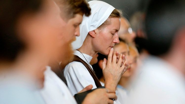 A sister prays during Mass celebrated by Pope Francis during his visit to the World Council of Churches in June 2018