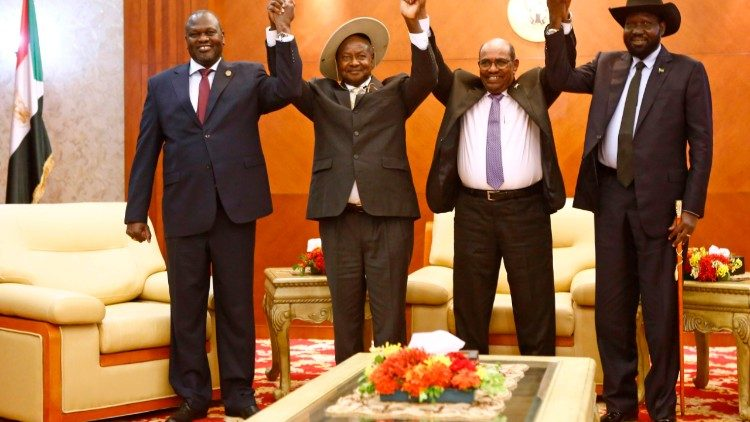 From left to right, South Sudan's opposition leader Riek Machar, Ugandan President Yoweri Museveni, Sudanese President Omar al-Bashir and South Sudanese President Salva Kiir