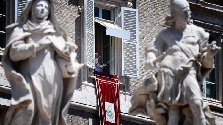 Le Pape, à la fenêtre du Palais apostolique