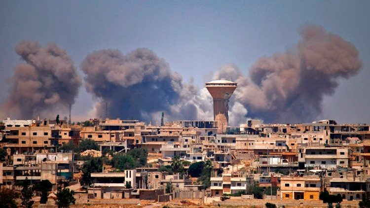 Air strikes in eastern Syria kill dozens of civilians