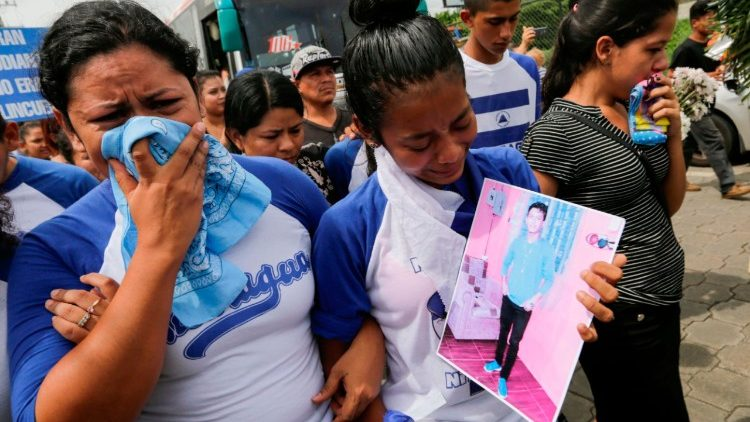 CORRECTION-NICARAGUA-UNREST-STUDENTS-FUNERAL