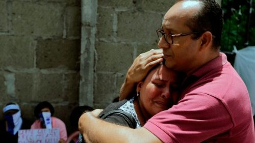 Relatives of imprisoned protesters in Managua demand the release of their loved ones