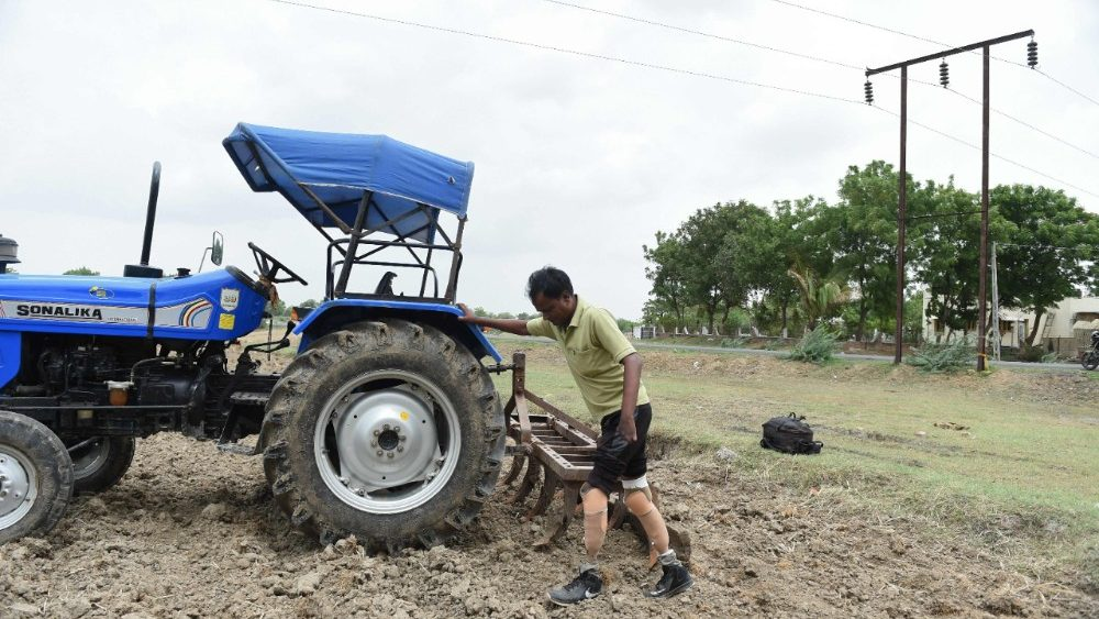 india-agriculture-physically-challenged-1533304145409.jpg