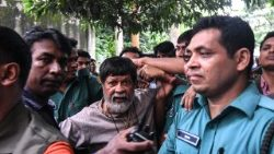Bangladeshi activist and photographer Shahidul Alam (C) being led by police to a court.