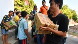 Indonesian people receiving aid in Bangsal, North Lombok