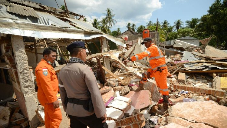 indonesia-quake-1533626942648.jpg