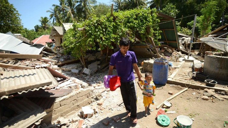 indonesia-quake-1533627841990.jpg