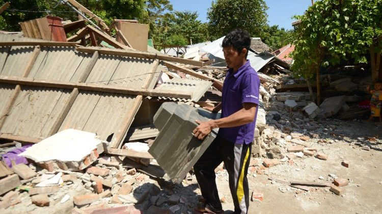 indonesia-quake-1533628980806.jpg
