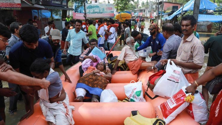 india-disaster-floods-kerala-1534687891441.jpg