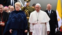lithuania-religion-pope-1537607816162.jpg