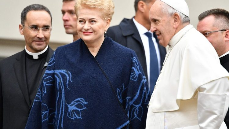 lithuania-religion-pope-1537612010112.jpg