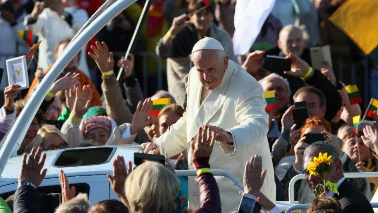 lithuania-religion-pope-1537692720053.jpg