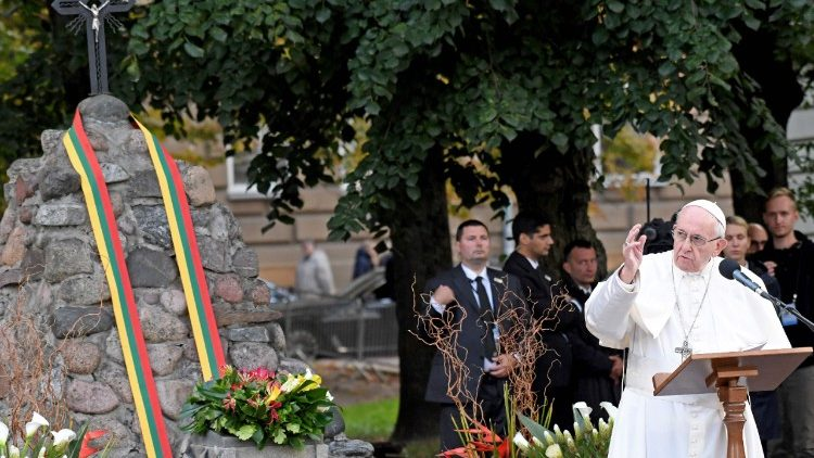lithuania-religion-pope-1537717029291.jpg