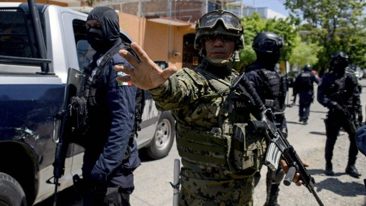 Mexican military takes control of the local Public Security due to possible leaks of organised crime in institution.