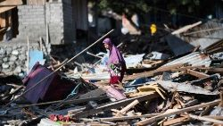 topshot-indonesia-quake-1538732781511.jpg