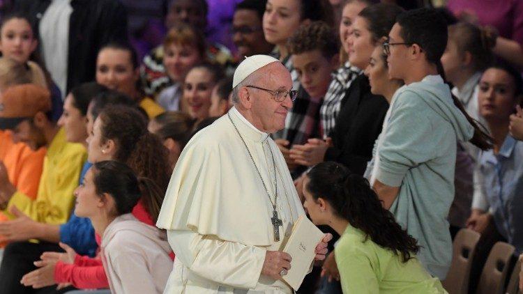 Papież z młodzieżą