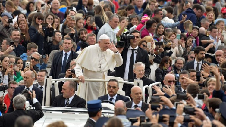 TOPSHOT-VATICAN-RELIGION-POPE-AUDIENCE