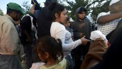 Central American migrants face tough choice as they near US border