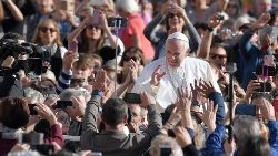 vatican-pope-audience-1541584121928.jpg