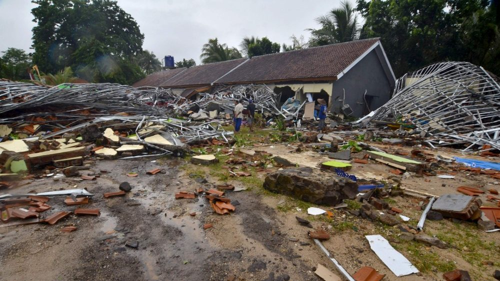 indonesia-disaster-tsunami-1545546828341.jpg