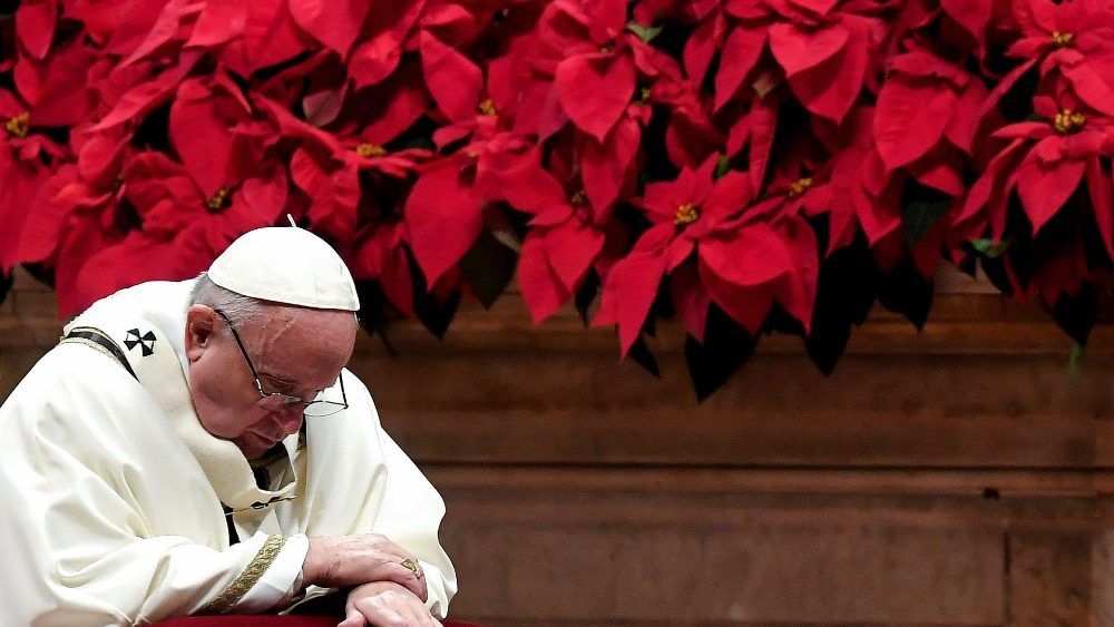 VATICAN-RELIGION-HOLIDAY-POPE-MASS-CHRISTMAS